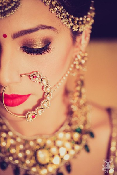 Indian bride Gold eye shadow with sheen makeup and jewellery for traditional look at wedding