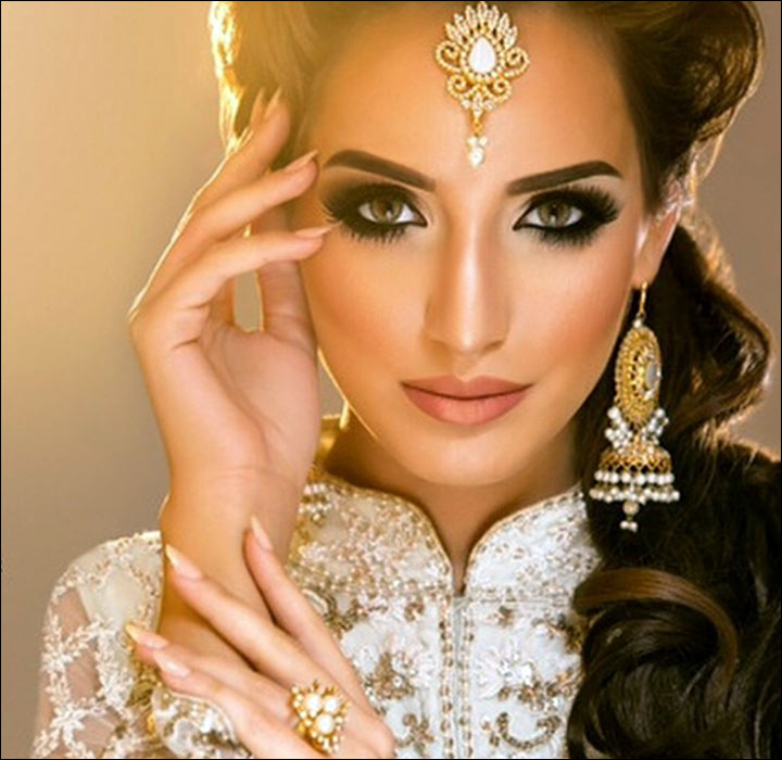 Bridal Eye makeup with ring, earring and maang tikjka