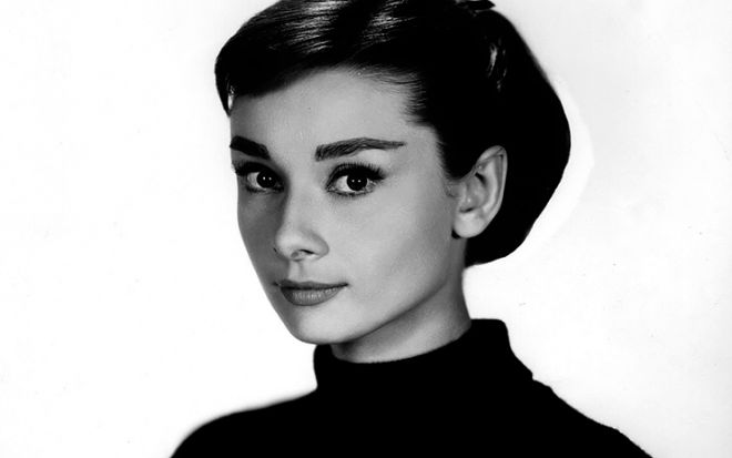 Audrey Hepburn painted her eyelashes for several hours hocking Hollywood Beauty Secrets