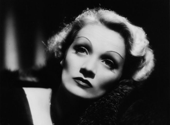 Marlene Dietrich made a face lift from improvised means hocking Hollywood Beauty Secrets