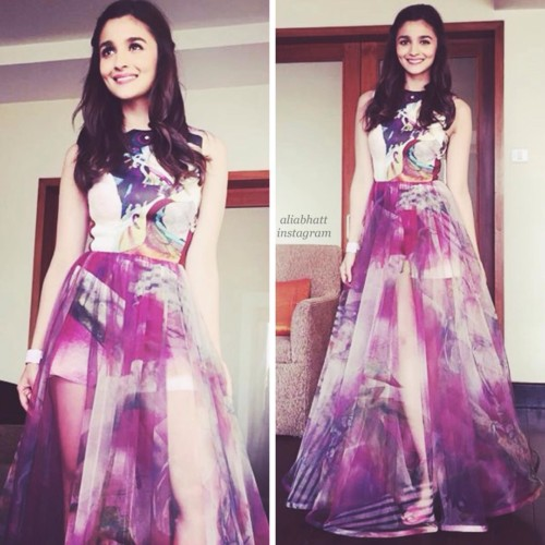 If you are wearing a gown consider this open hairstyle by Alia Bhatt.  FASHIONISTA Super Attractive Hairstyles of Alia Bhatt  for Short/Medium/Long hair