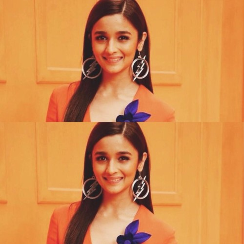 STRAIGHT SIDE PARTED HAIR Hairstyles of Alia Bhatt STRAIGHT SIDE PARTED HAIR