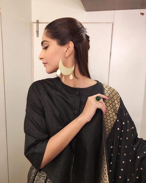 LOOP THROUGH HALF UPDO Sonam Kapoor Hairstyles For Your Perfect Look