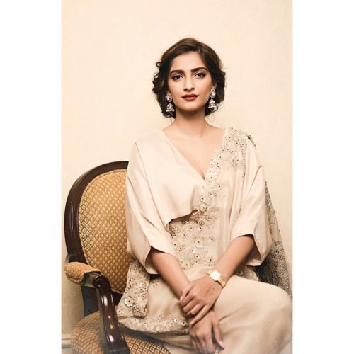 RETRO LOOK Sonam Kapoor Hairstyles For Your Perfect Look