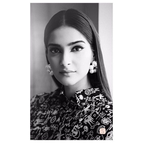STRAIGHT MIDDLE PARTED HAIR Sonam Kapoor Hairstyles For Your Perfect Look