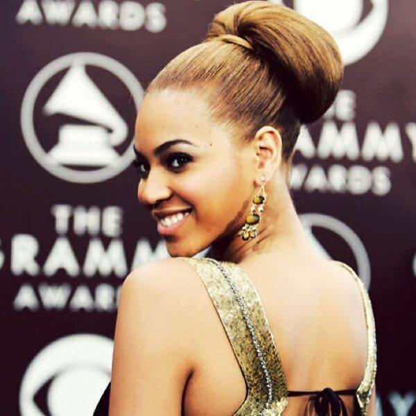 Beyonce sexy massive bun Beyonce's Hairstyles at Grammy Awards