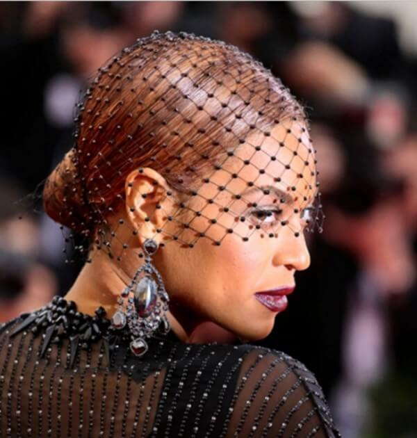 Beyonce low & neat chignon with a stylish net hairstyle Beyonce's Hairstyles, Hair Cuts & Colors