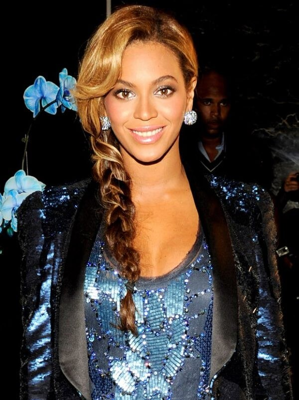 Beyonce's Hairstyles careless braid and volume at the roots Beyonce's Hairstyles, Hair Cuts & Colors