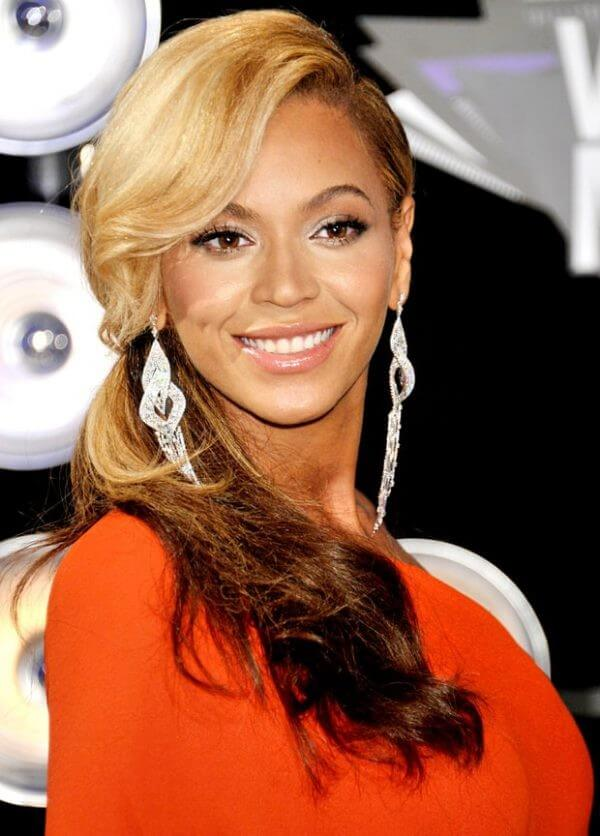 Beyonce's Hairstyles two tone hair color Beyonce's Hairstyles, Hair Cuts & Colors