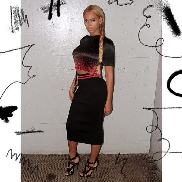 Beyonce american singer, songwriter, side braid hairstyle Beyonce's Hairstyles, Hair Cuts & Colors