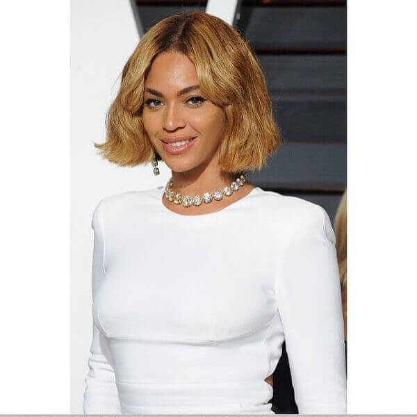 Beyonce's short blunt blonde bob haircut & hairstyle Beyonce's Hairstyles, Hair Cuts & Colors