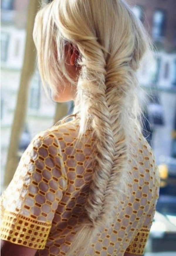 Braided Hairstyle Ideas: Fishtail Leave the strands on your face free to create a free style.