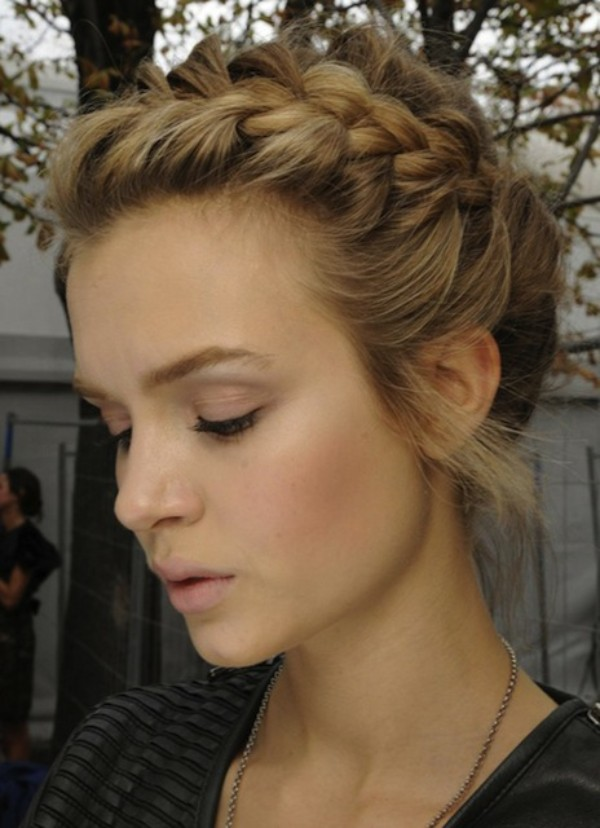Turn Into A Romantic Girl with Braided Hairstyle