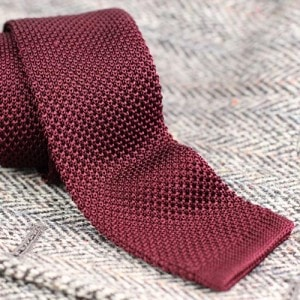 Knitted skinny burgundy tie for any occasion How to Select Tie To Match Tweed Jacket