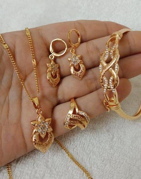 Uniquely designed gold bracelet and ring set New Gold Bracelet And Ring Set Designs