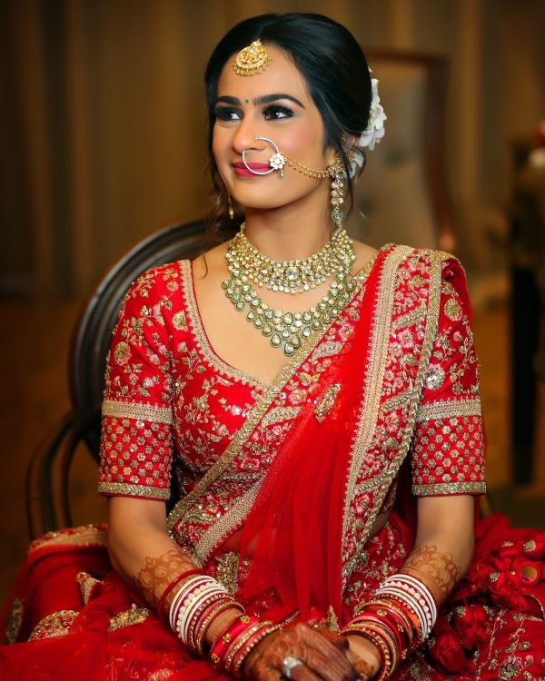 Classic smoky eyes with pink lips: Indian Bridal Makeup for Traditional Look