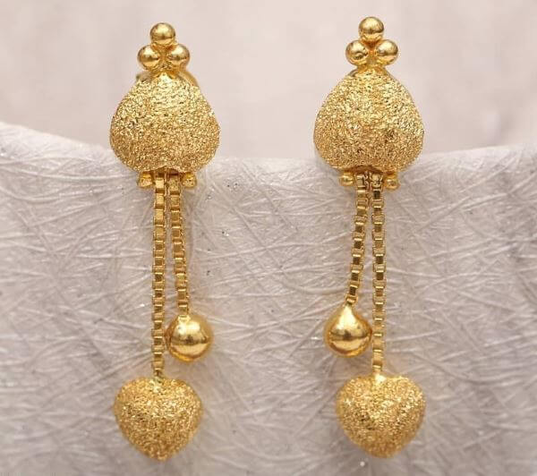 Complete gold earrings design