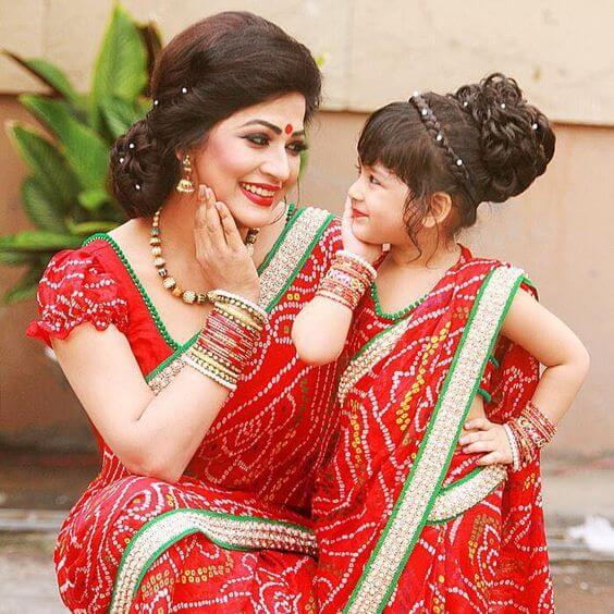Matching bandhani saree: