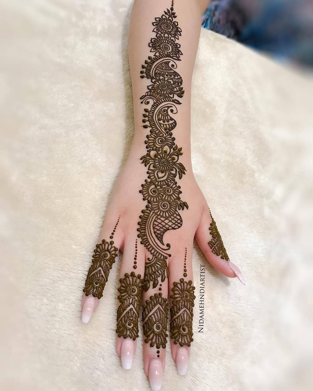 A floral trail: Beautiful & Simple Mehndi Designs for Hand
