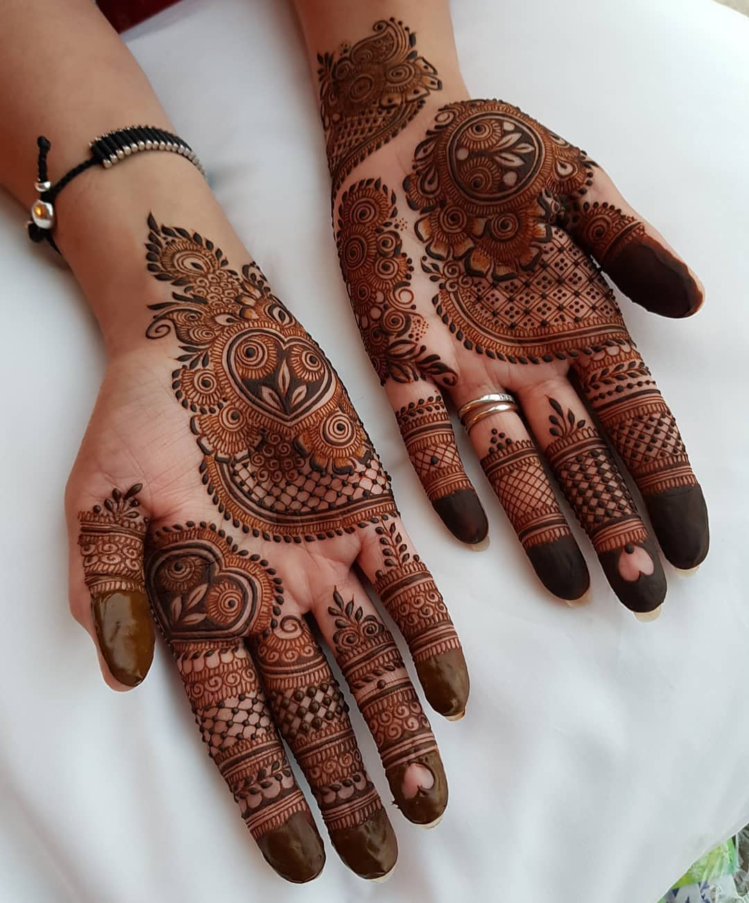 A treat to eyes: Beautiful & Simple Mehndi Designs for Hand