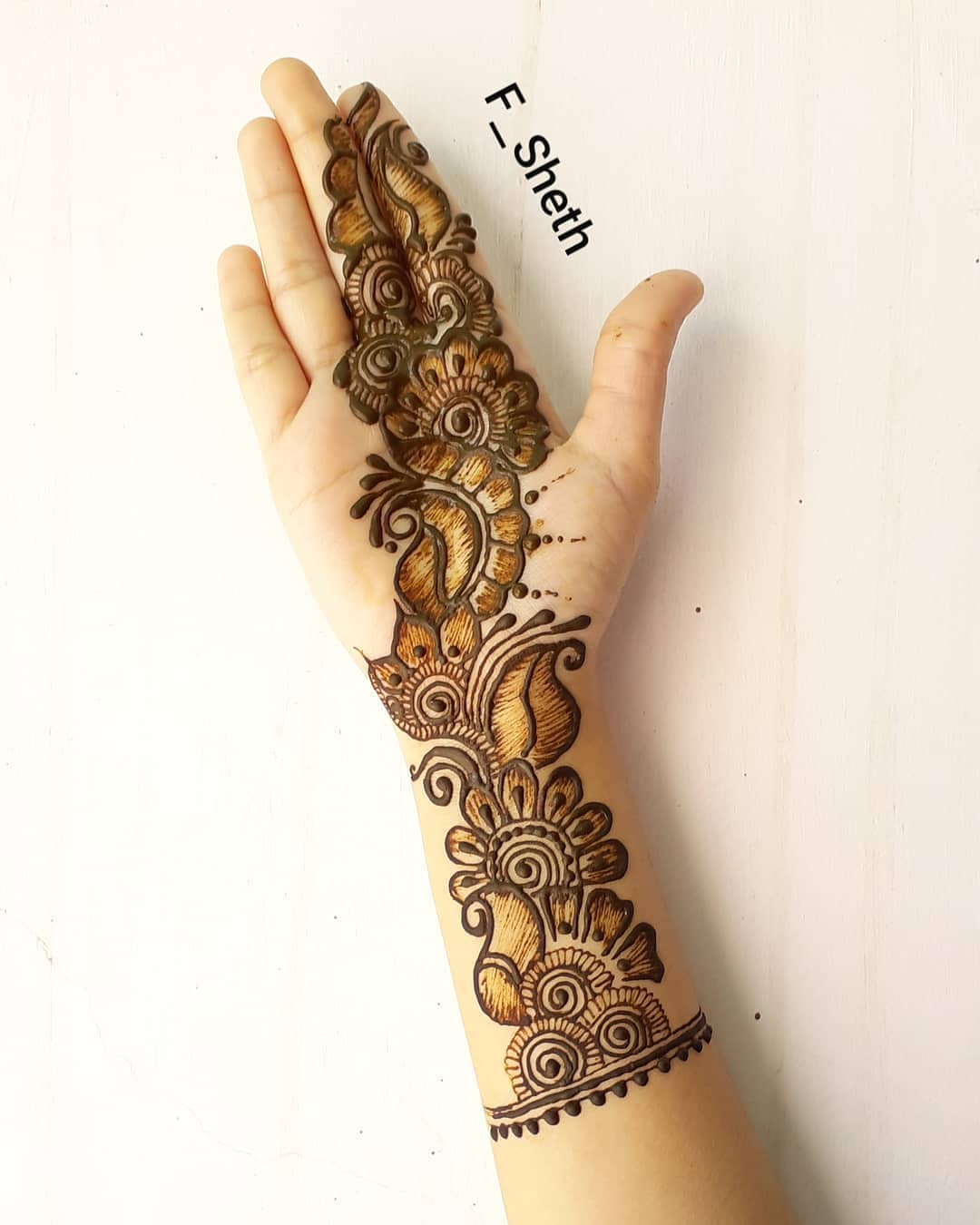 A beautiful trail: Simple Mehendi Designs for Any Special Occasion