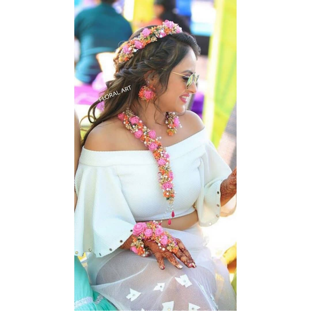 Cute and casual floral jewellery:  Haldi Ceremony Floral Jewellery for Your Wedding