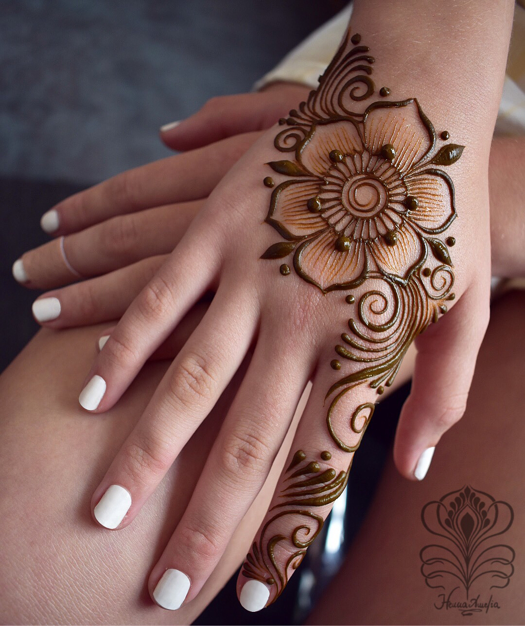 floral Mehndi Design for Kids  Intricate floral design: Easy Mehndi Designs Collection for Hand 2020