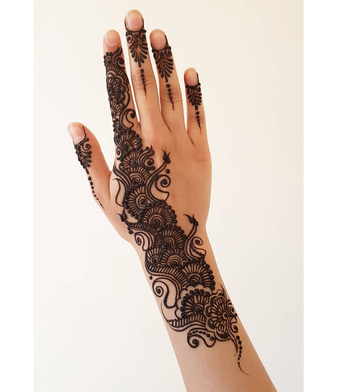 Floral and Paisley style: Beautiful & Simple Mehndi Designs for Hand