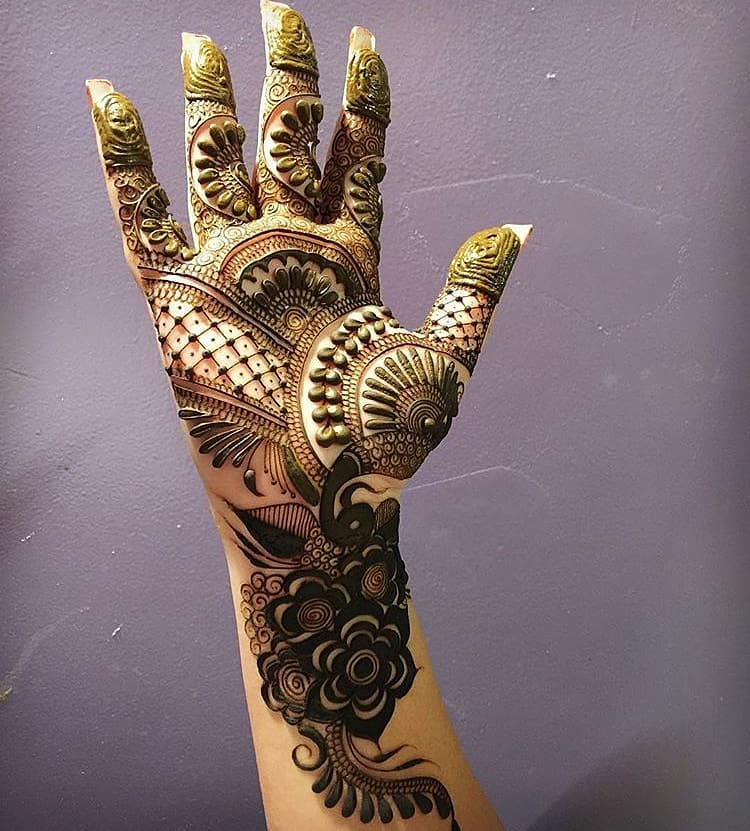 Mesmerizing design: Simple Mehendi Designs for Any Special Occasion