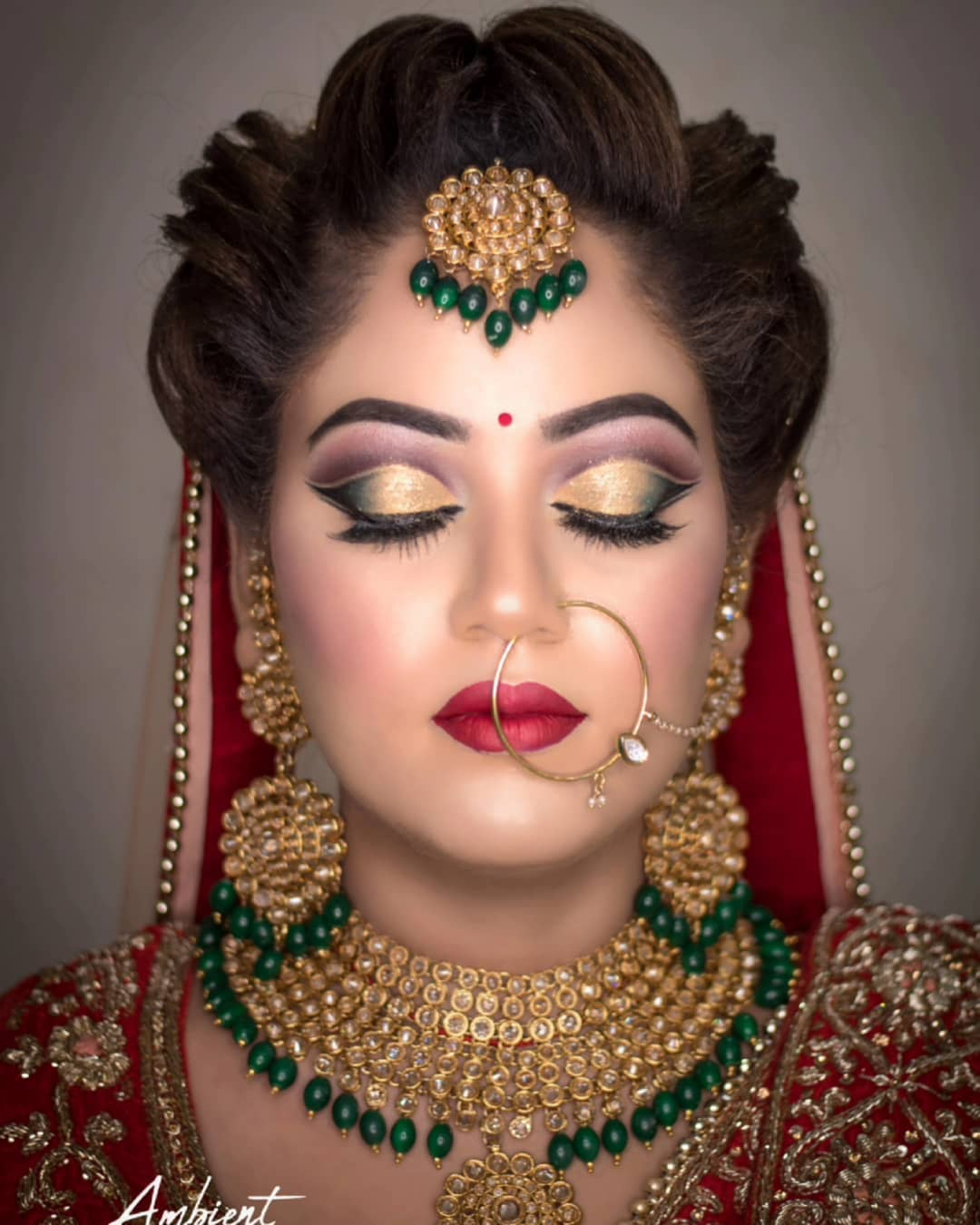 Gold toned smoky eyes & natural beauty in bridal makeup with jewellery, stylish hairstyles free images download hd
