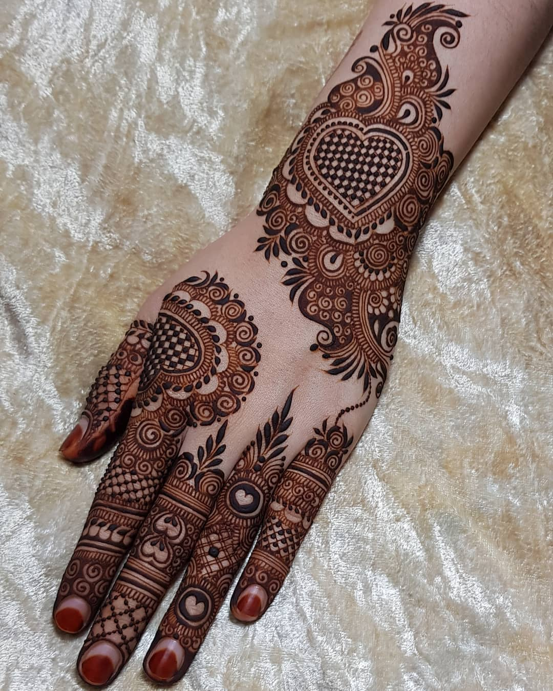 Little hearts: Beautiful & Simple Mehndi Designs for Hand