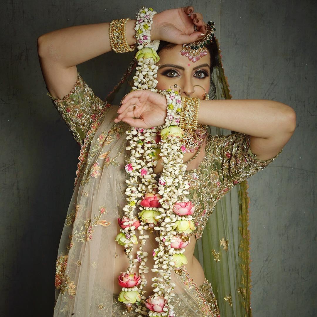 Multicoloured floral bracelet:  Haldi Ceremony Floral Jewellery for Your Wedding