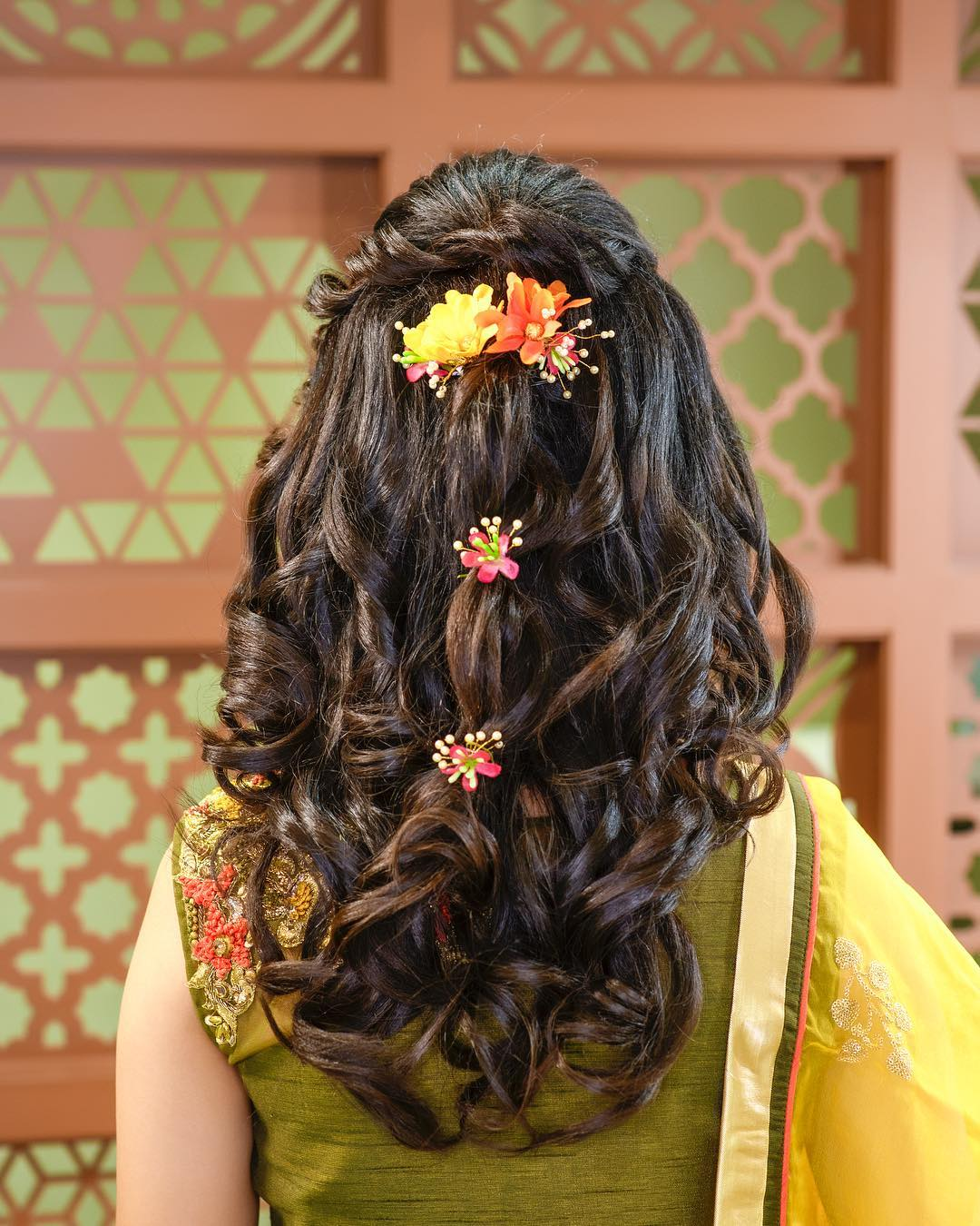 Yellow & Orange Floral hairstyles for Haldi Floral hairstyles for Haldi and Mehendi Ceremonies!a