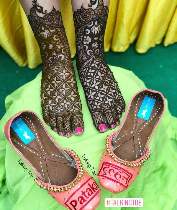 Peach-toned juttis Trendy Bridal Jutti Designs with Personalised Touch