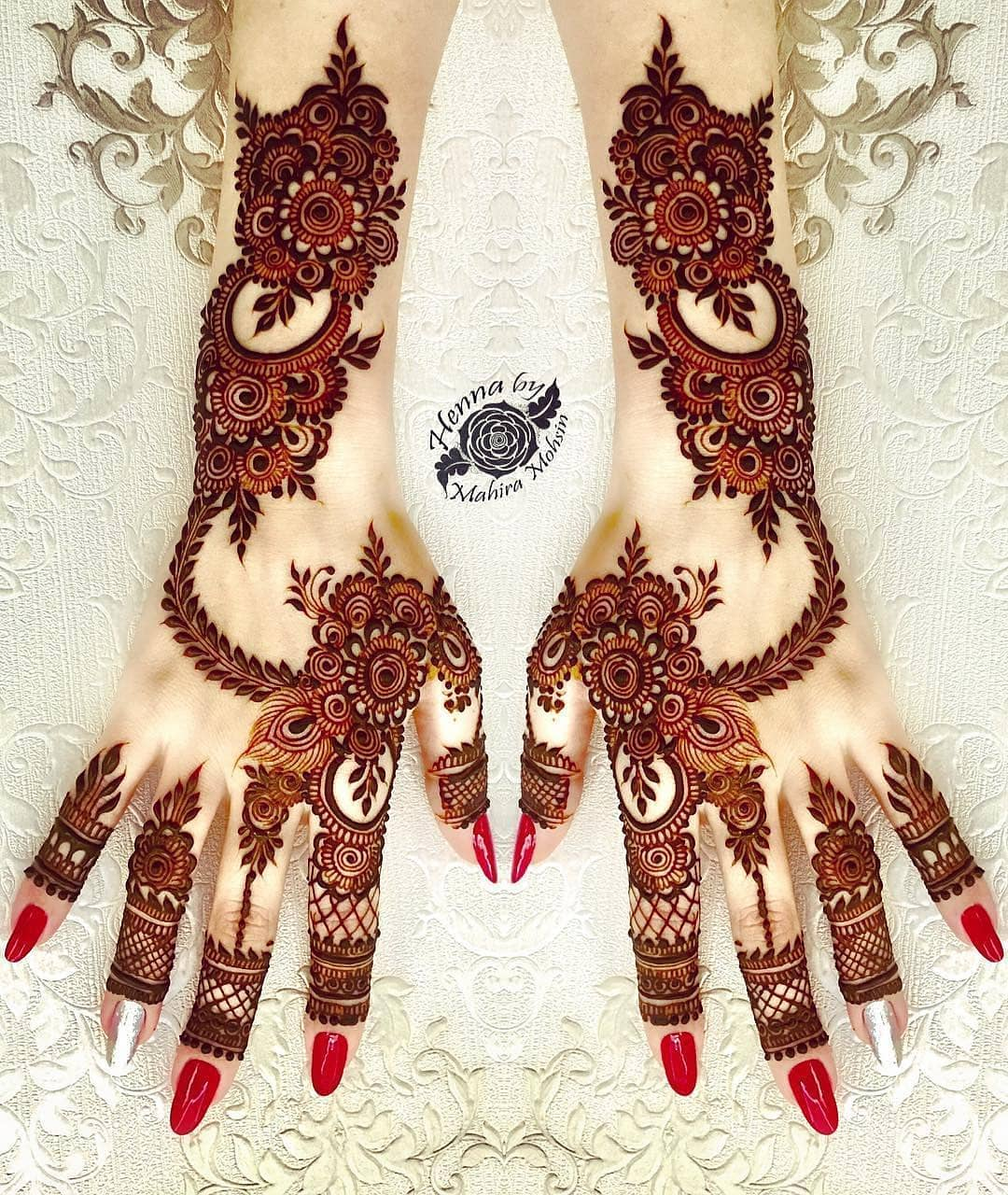 Intricate and detailed: Simple Mehendi Designs for Any Special Occasion