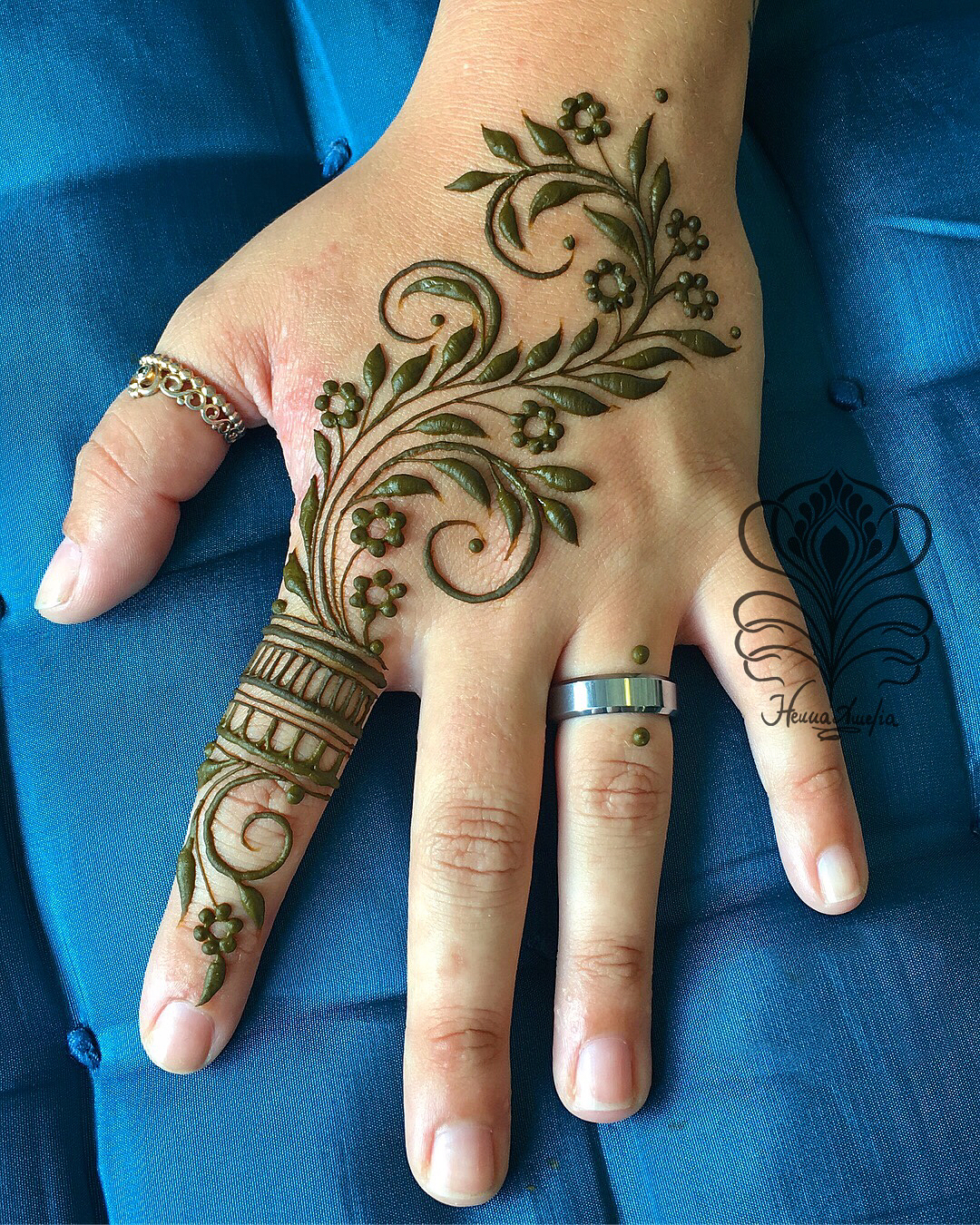 Simple Mehndi Design for summer Easy Mehndi Designs Collection for Hand 2020
