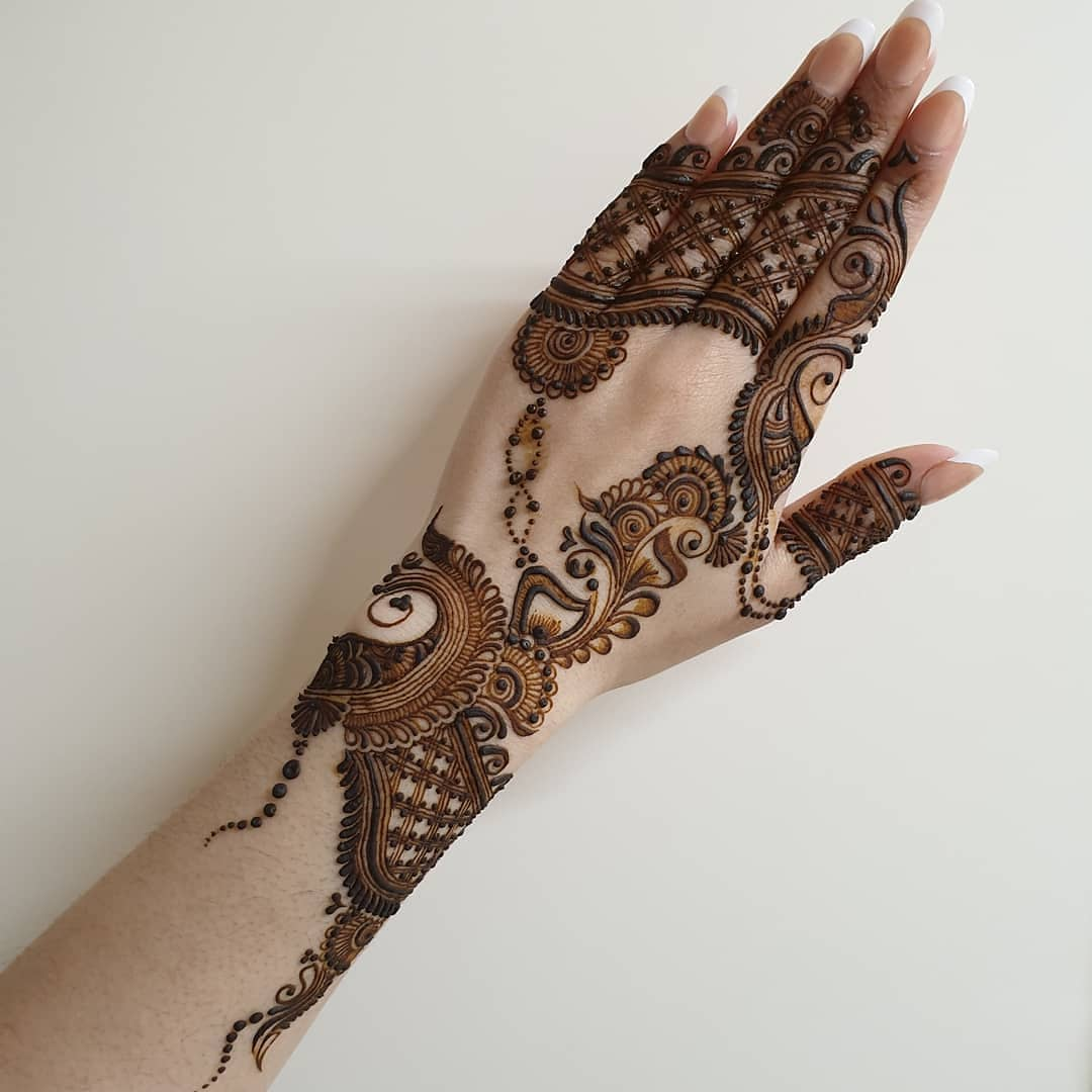 Simple yet gorgeous: Simple Mehendi Designs for Any Special Occasion