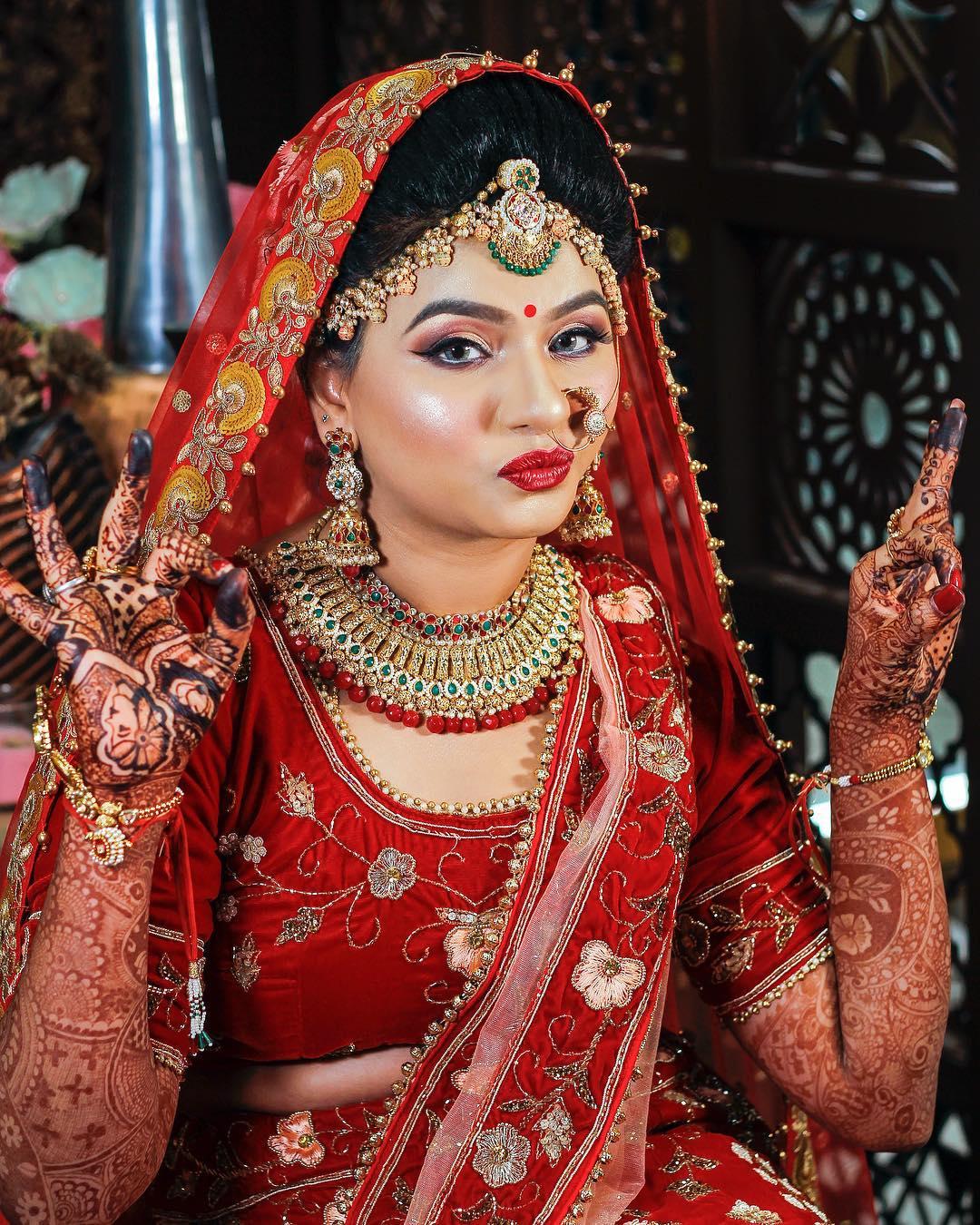 Glowy makeup look: Indian Bridal Makeup Look in Celeb Style