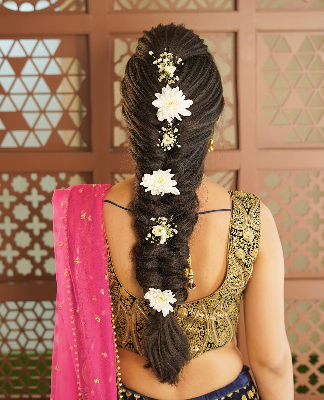 Mesmerizing in white: Floral hairstyles for Haldi and Mehendi Ceremonies!a