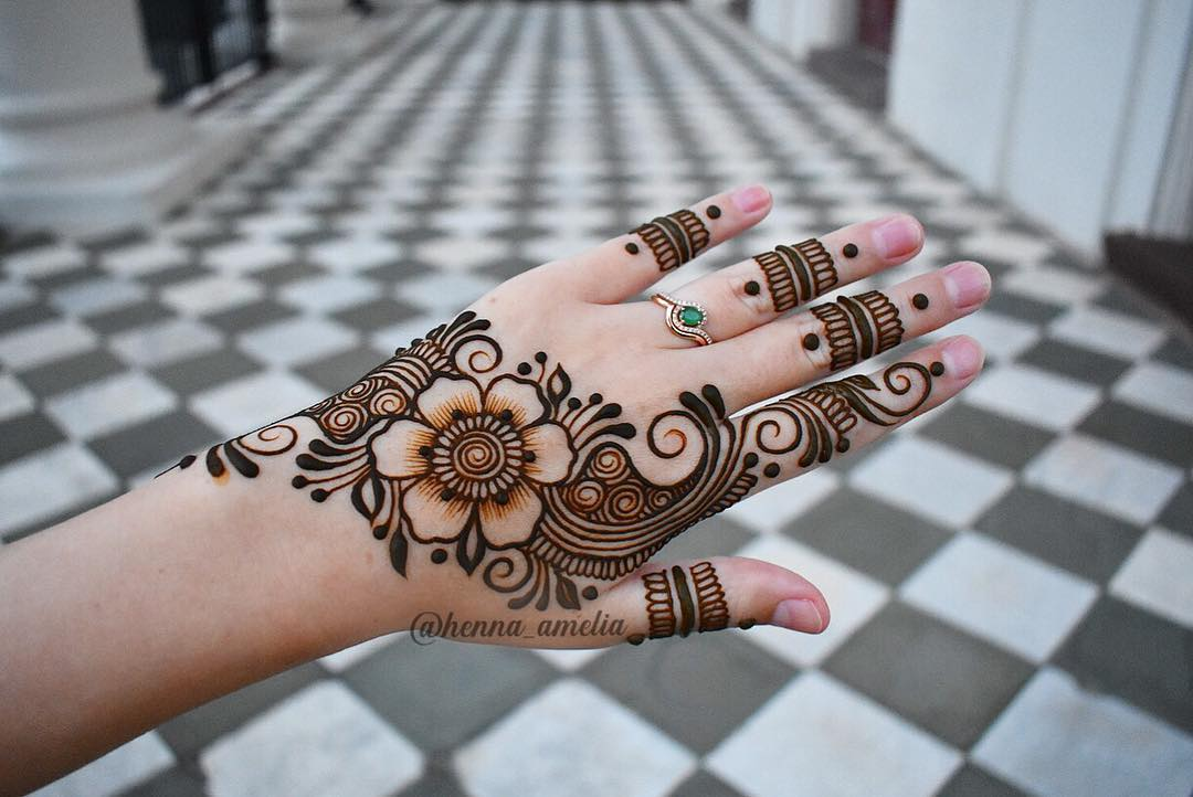 Traditional floral mehndi design Traditional floral design: Easy Mehndi Designs Collection for Hand 2020