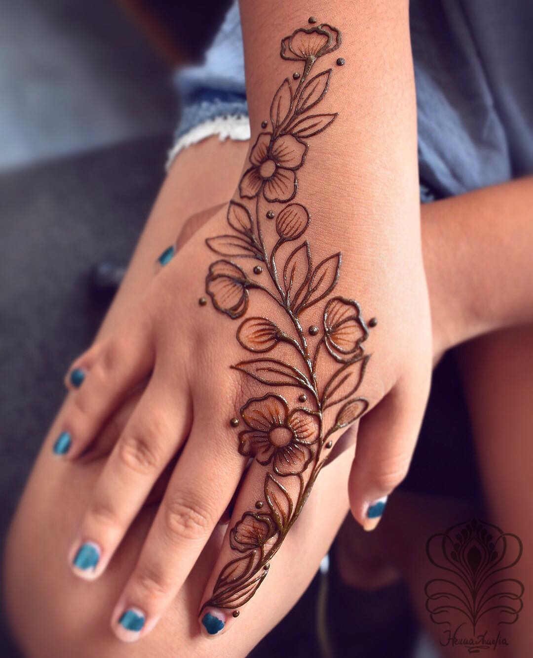 Repeat design: Easy Mehndi Designs Collection for Hand 2020