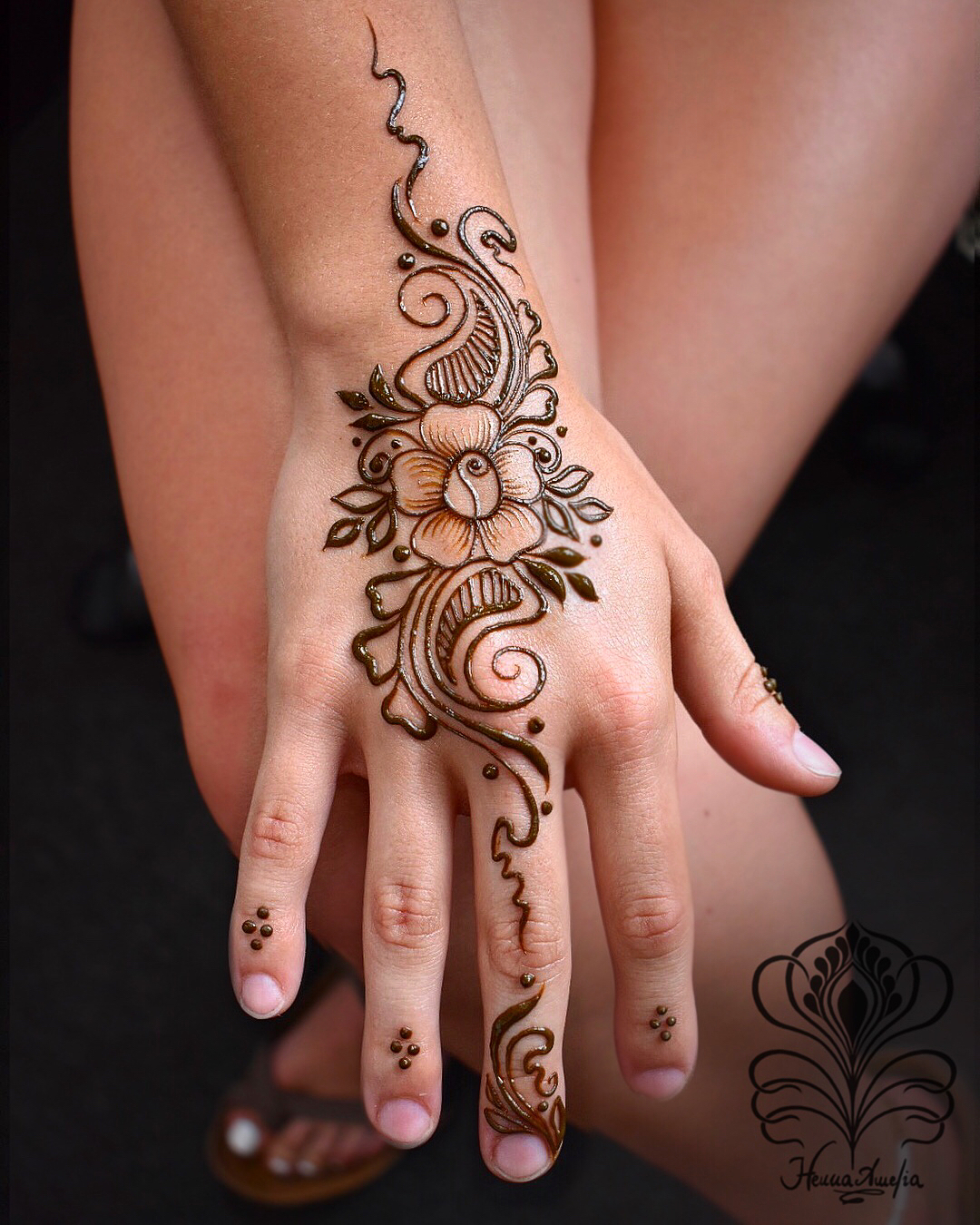 simple Mehndi Design for kids Easy Mehndi Designs Collection for Hand 2020