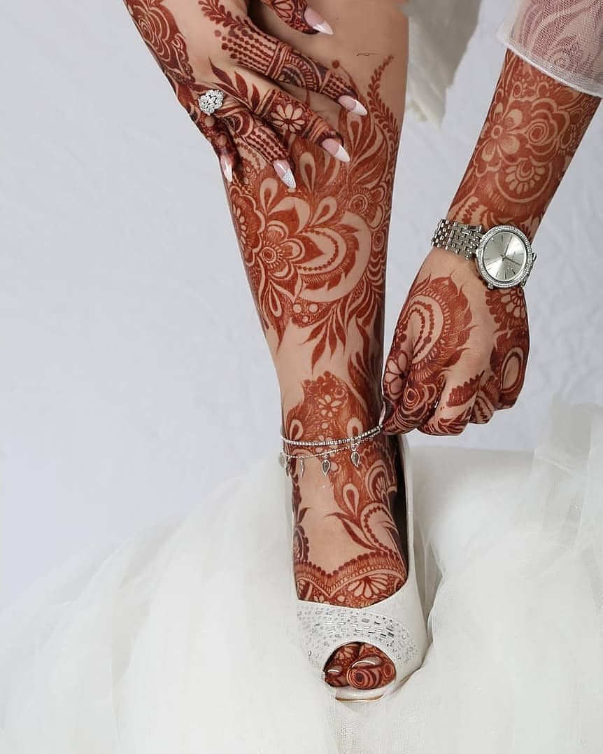 Traditional mehendi design: Modern Henna Mehndi Designs For Legs
