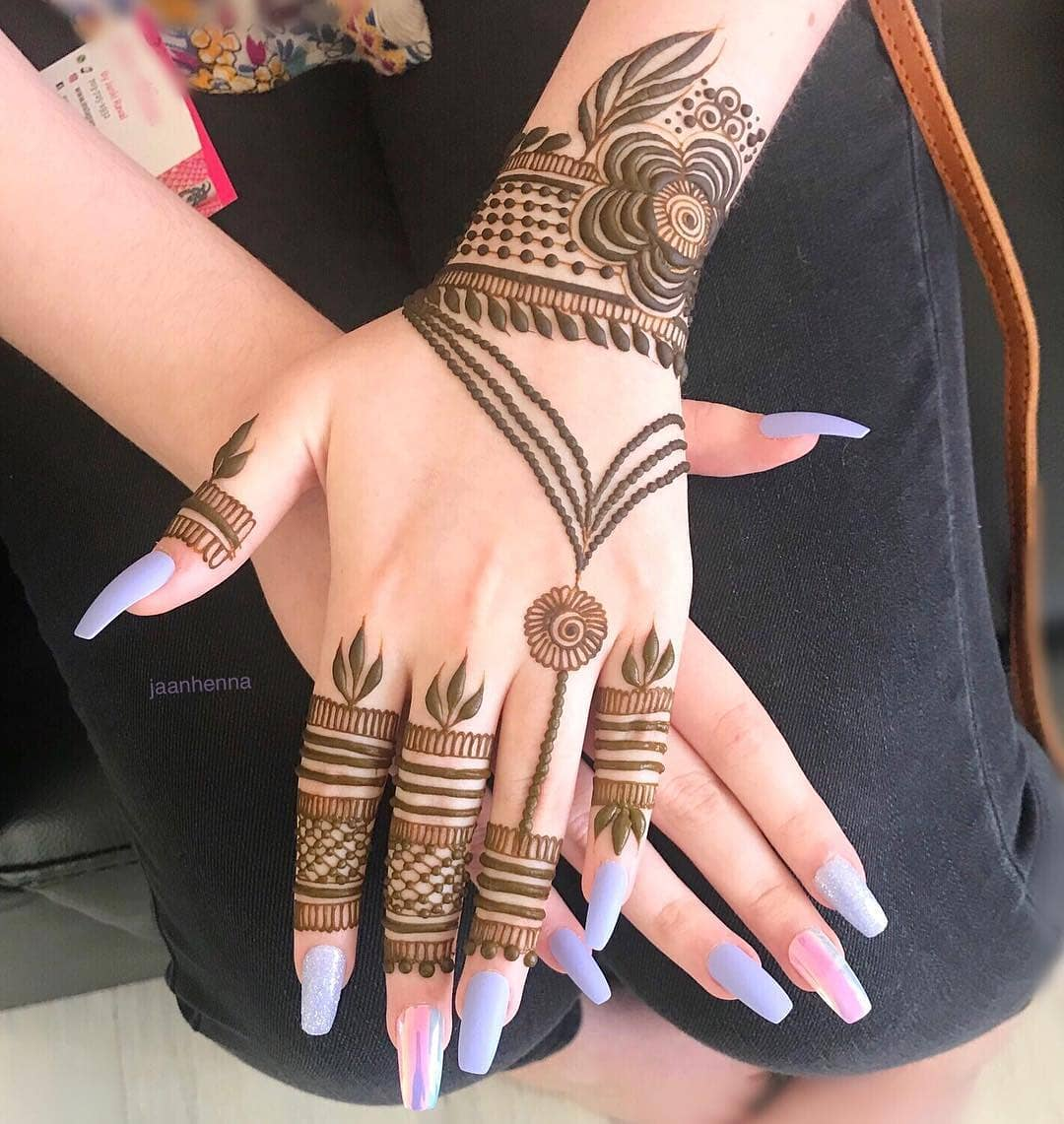 Sheer elegance: Simple Mehendi Designs for Any Special Occasion