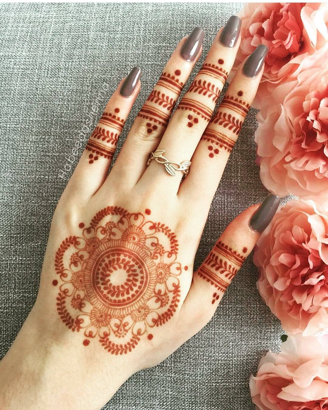 A quintessential mehendi design: Simple Mehendi Designs for Any Special Occasion