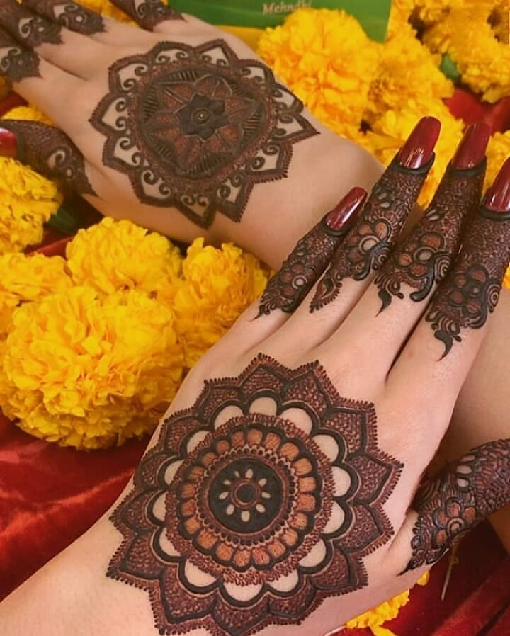Simple Mehendi Designs for Any Special Occasion