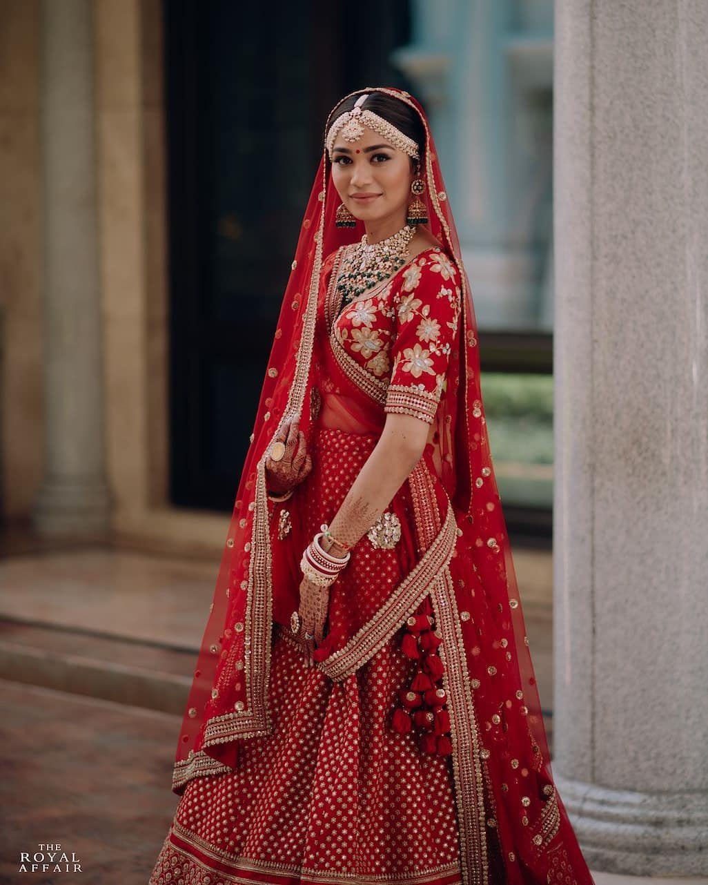 Classic red: Real Bridal Looks, Styles & Dresses Inspirations