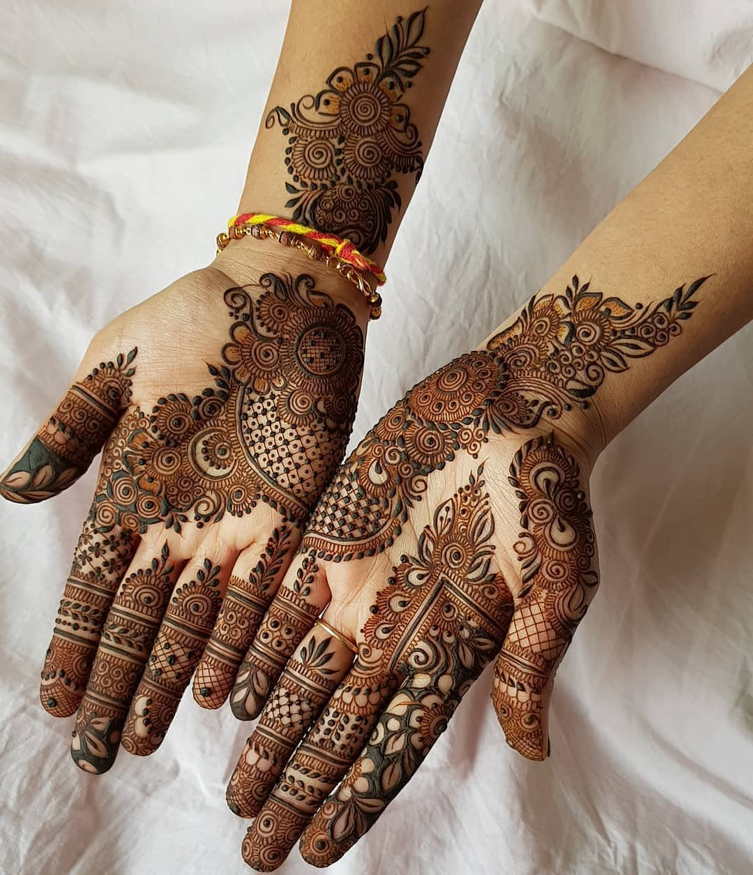 . Attention to Details: Beautiful & Simple Mehndi Designs for Hand