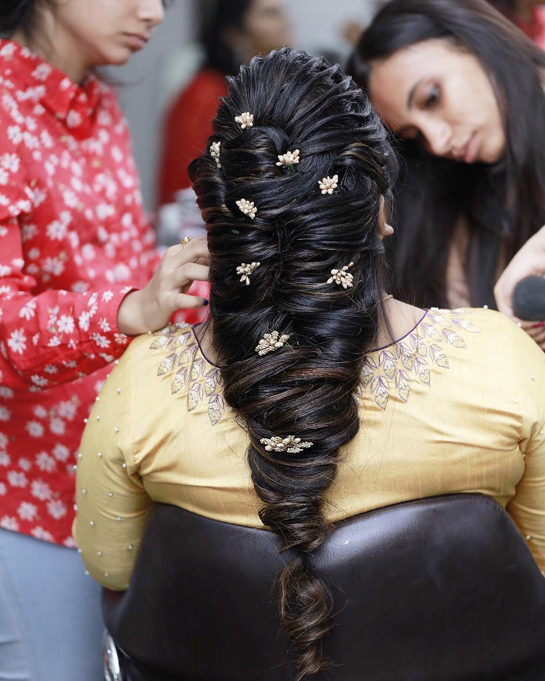 Accessorize: Floral hairstyles for Haldi and Mehendi Ceremonies!a