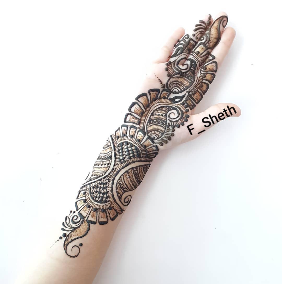 Contemporary mehendi design: Latest Arabic Mehndi Design for Front Hand